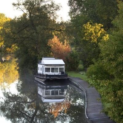 houseboat in Lindsay